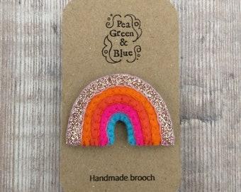 Small felt rainbow brooch (rose gold glitter)