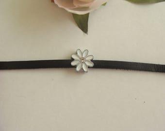 Set of 6 beads bandwidth flower petals white 1 cm diameter
