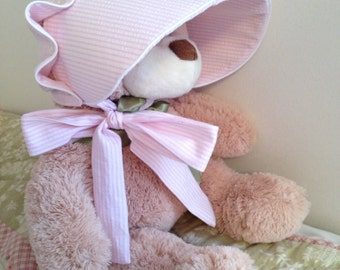 Baby bonnet, Pink Seerucker Ruffled Monogram Bonnet