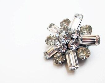 1950s vintage rhinestone silver starburst sparkle pin star brooch