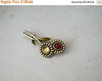 ON SALE Vintage 1960s Gold Tone Glass Stones Floral Pin 71517