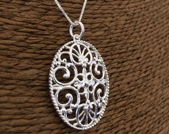 Sterling silver (925) Charleston Gate Jewelry 16 Broad Street Pendant
