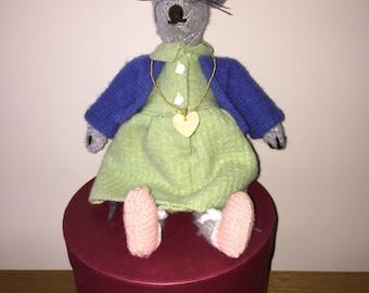 Hand Knitted Mouse - Daisy