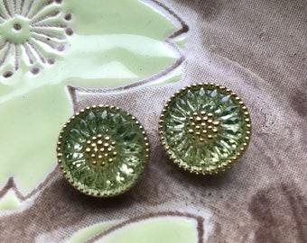 Peridot Daisy Button,18mm Czech Glass Button, 18mm Button, Daisy Button,  Czech Glass Daisy, Czech Glass Buttons, green glass button