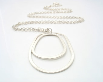 80 cm sterling silver rolo chain holds the uneven geometric shape, hammered and shiny. Element size: 5.5 cm x 3.5 cm.perfect for long layers