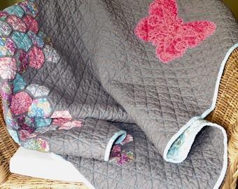 Modern baby quilt, hexagon quilt, grey and pink cot patchwork quilt, modern bright hexagon quilt, baby hexagon crib quilt