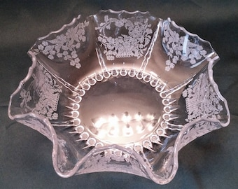 New Martinsville Radiance Pattern Meadow Wreath Etch Crimped Bowl