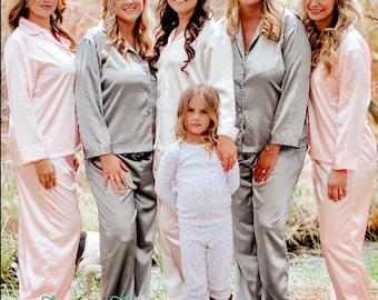 SALE Personalized Bridesmaid Pajamas, Satin Long Pajama Set, Bridesmaid Gift, Bridal Party Gift, Bridesmaid Gift Set, Wedding Pajamas