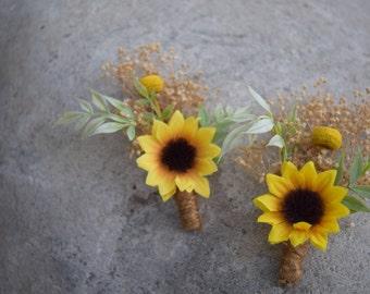 Sunflower & Baby's Breath Boutonniere -Rustic Wedding Boutonniere, Men's buttonhole, Groom Lapel Pin, Groomsmen Corsage, Rustic Buttonhole-