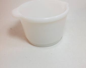 Vintage Milk Glass Mixing Bowl With Handle and Spout