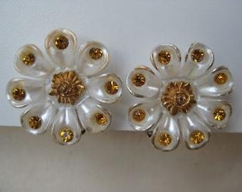 White with Gold Glitter Flower - earrings