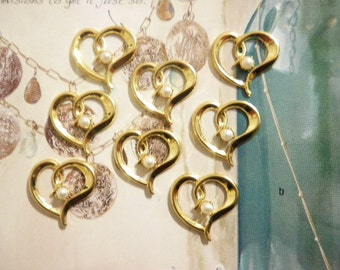 8 Vintage Goldplated 20mm Open Hearts with Pearl