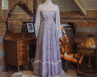 Vintage 1970s Gunne Sax floral peasant dress
