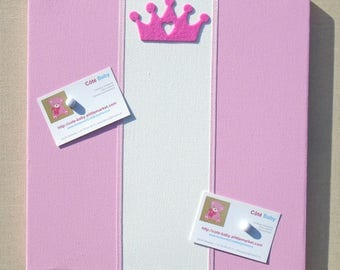 Peeling mixes magnetic Crown with pink and white stripes