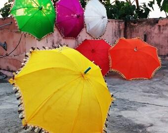 5 Pcs Lot Indian Silk Fabric Plain Vintage Parasols Rainbow Wedding Umbrella Event Decorations Canopy Ethnic Art Light Shade Tassels Parasol