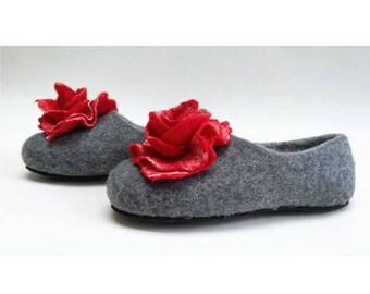 Summer Sale Handmade wool felted slippers with rubber soles- house shoes-roses-red-red flowers roses