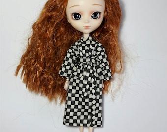 Pullip, Project Mc2, Disney Descendants black and white (cream) 'chessboard' print kimono-style dressing gown/bath robe