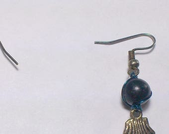 Onyx earrings with shell pendant