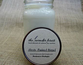 fresh baked bread // hand-poured 16oz mason jar soy candle // natural soy wax // highly scented // rustic
