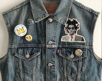 Basquiat Denim Vest. Levis Vest. Jean Vest. Basquiat Crown. One of a Kind. Art. Pop Art. Wearable art. Basquiat Patch. Basquiat Pins. artist