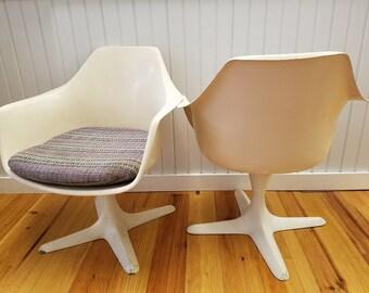 Mid Century Modern Era Pair Of White Occasional Tulip Chairs, Burke, Ca  1960s