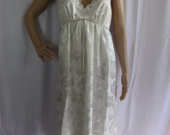 Vintage 80s white floral paisley night gown