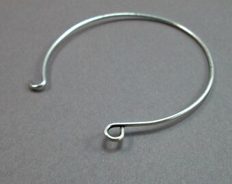 Adjustable silver plated wire bracelet / bangle.