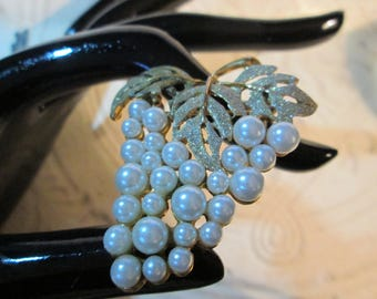 """Goldtone and Faux-Pearl GRAPE Cluster Pin/Brooch*1-3/4 x 2""""     (8753)"""