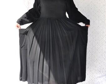 1980s Janice McCarty Dress    Bohemian Dress. Minimalist Black Dress with Buttons Down Back. Retro 80s Oversized Dress. 80s Tea Length Dress