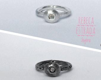 Black or white ring