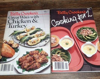 Apartment Size Cookbooks, Vintage Cooking, Betty Crocker's Booklet, Recipe Booklet, 1980's Cooking, Beginners Cook Books, Betty Crocker - x2