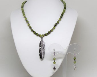 Set necklace and earrings green jade-nefrite