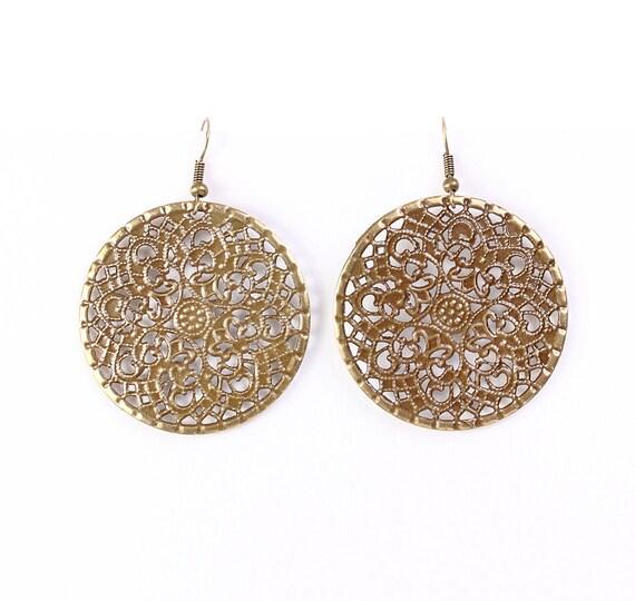 Antique brass round filigree dangle drop earrings (629)
