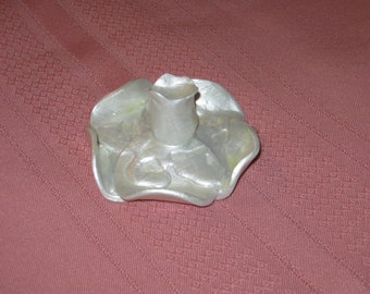 White pearl flower paperweight