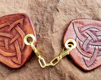 Cloak Clasp - Triple Celtic Knot Screw or Pin Back Removable Clasp - Hand Tooled Leather - Brown Leather