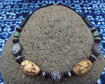 African necklace - glass, seed beads and bead terracotta - nec16