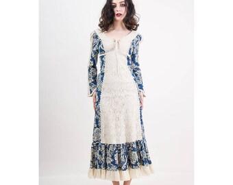 Vintage Gunne Sax / 1970s cotton linen tolie print maxi dress / Renaissance Faire / Corset lace top / Crochet lace / XS