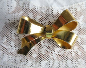 Art Deco Bow Brooch Gold Tone Dimensional Ribbon Bow Signed Coro 2 x  1 1/4 inches Highly Polished Smooth Ribbon Brooch