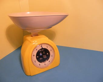 Retro Salter No:59 Weighing Scales in Yellow