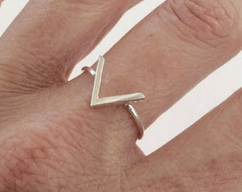 Sterling Silver Ring, Silver Chevron Ring, Silver V Ring, Silver Geometric Ring,