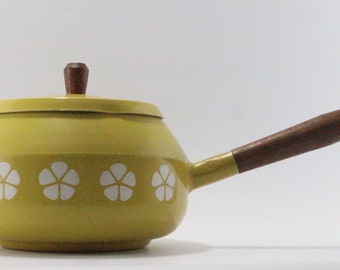 Swiss Fondue Pot Yellow with white flowers Enamelware Wooden handle and knob Fondue pot Six Stainless steel Wooden Handled Forks with Box