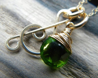 Forged treble clef music note and faceted emerald green quartz necklace - Handmade 14k gold filled jewelry