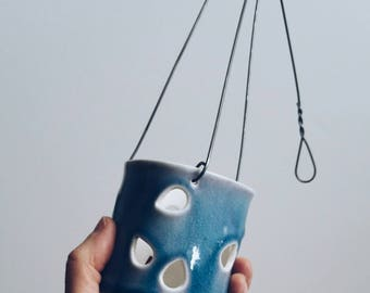 Süße Porzellan-Laterne.  Teelichthalter, Kerzenhalter.  Hängende Kerzenhalter.  Modernen Wohnkultur.  Petrol-weiß Dekor.