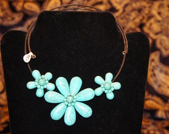 Three flower in black or turquoise torc