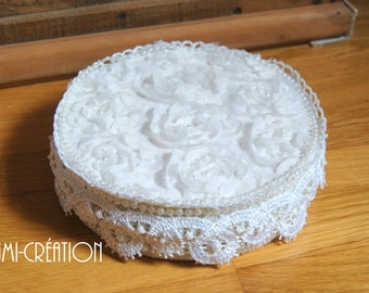 Box with lace and pearls