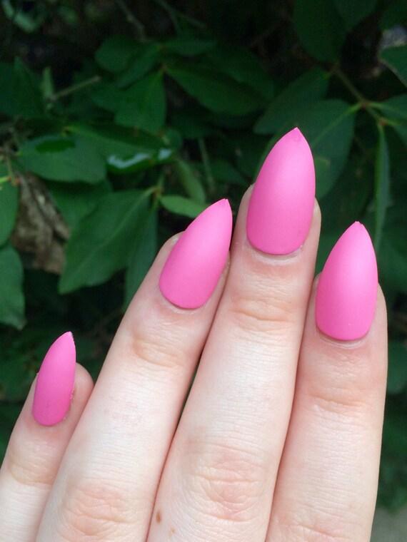 Rosa clavos clavos stiletto uñas postizas presione en las