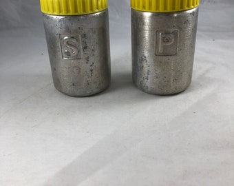 Aluminum Salt and Pepper Shakers - Vintage Shaker - Vintage Kitchen Decor - Kitchen Decoration - Gift for Cook - Salt Shaker - Pepper Shaker