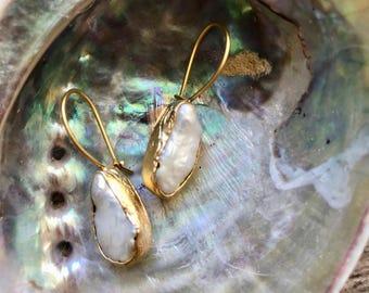 Pearl Earrings Dangle,Pearl Earrings Gold,Pearl Drop Earrings,Gold Pearl Earrings,Freshwater Pearl Earring,Bridal Earrings,Gold Edged Pearl