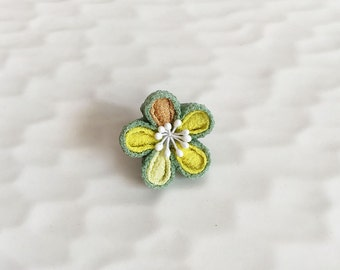 Lapel pin Plum flower LP011