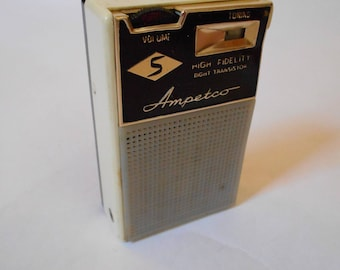 Vintage 1960s Ampetco High Fidelity AM Eight Transistor Radio w/ Case